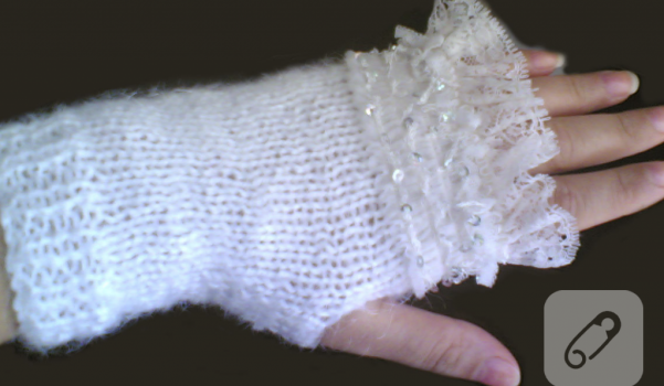 orgu-modelleri-beyaz-dantelli-orgu-eldiven