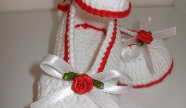 bebek-orguleri-kirmizi-beyaz-kiz-bebek-orgu-patik-modeli