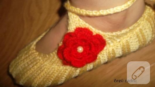 orgu-cicek-suslemeli-sari-patik-modeli-