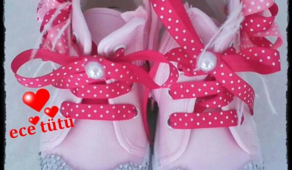 ayakkabi-susleme-parlak-taslarla-converse-yenileme-