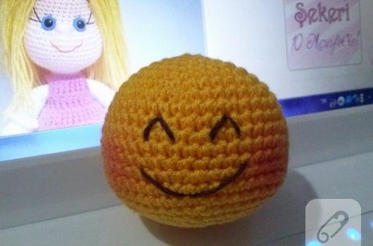 amigurumi-yuvarlak-top-smiley-nasil-yapilir