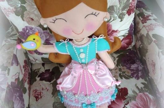 kece-prenses-bebekli-taki-yastigi-1
