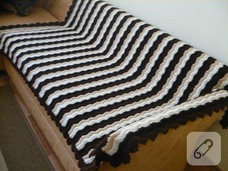 su-dalgasi-siyah-beyaz-tig-isi-orgu-battaniye-modeli