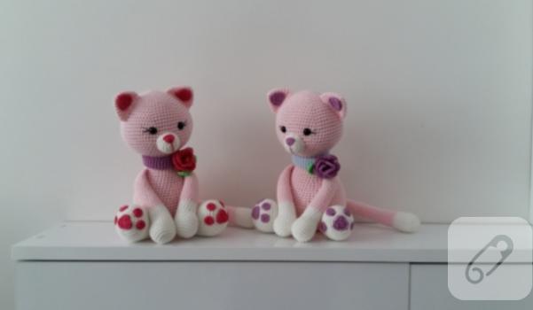 amigurumi-oyuncak-pembe-kediler