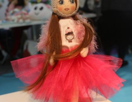 tutulu-bez-bebek-kumas-oyuncaklar