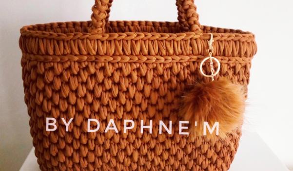 Merhaba 🙋 kişiye özel tasarım elorgusu çanta yapiyorum.bu çantayı kumaş ip ve tığ ile ordum.degisik farklı çanta modelleri yapıyorum.Bu sepet çanta için taba rengi seçtim.her kıyafetle yaz ve kış kullanılabilecek bir canta.Daha fazlası için Instagram sayfama bakabilirsiniz.sevgiler