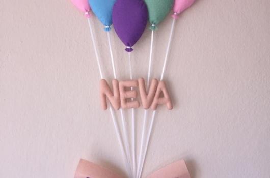 kece-balonlu-kiz-bebek-odasi-kapi-susu-modelleri