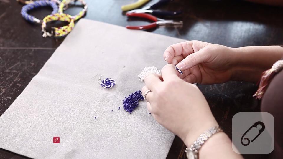 Video: Circle peyote tekniği ile nasıl boncuk motif yapılır?-2