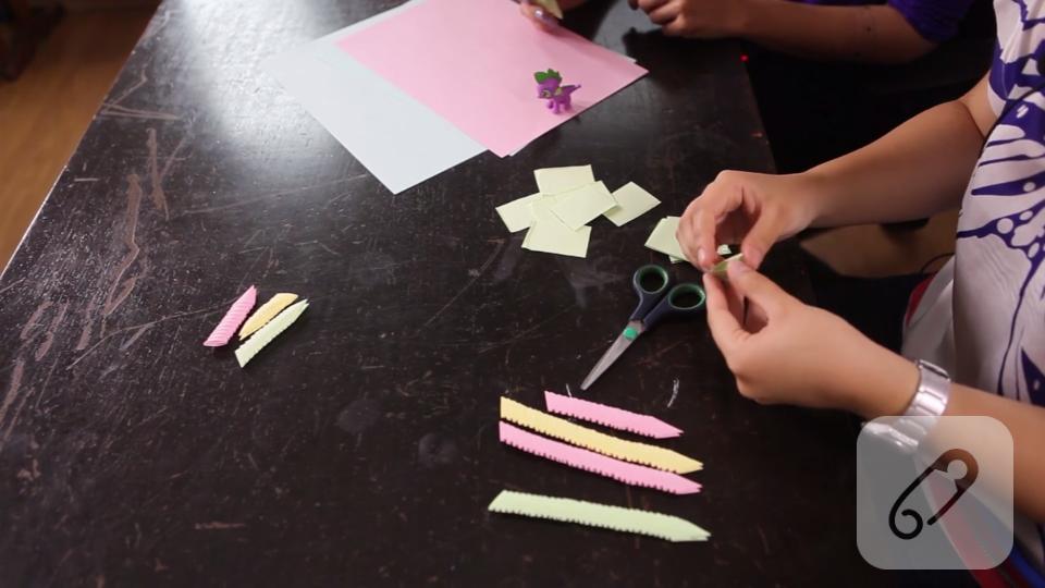 Video: Modüler origami ile çiçek nasıl yapılır? – 1