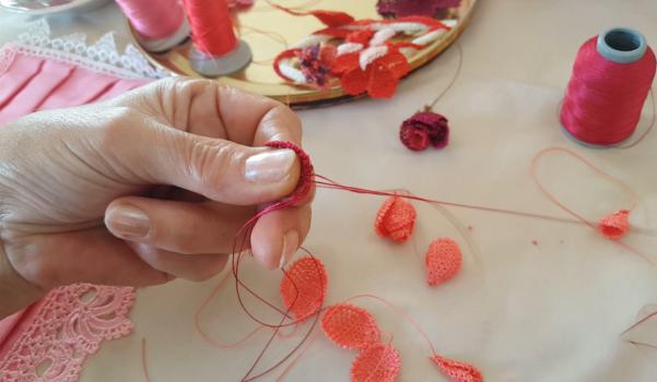 Video: İğne oyası yaprak ve çiçek yapılışı