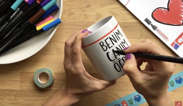 Video: edding porselen kalemleri ile öğretmenler günü hediyesi kupa boyama