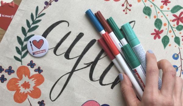 Video: İsimli kumaş çanta nasıl boyanır?