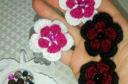 İki katlı tığ işi çiçek yapımı