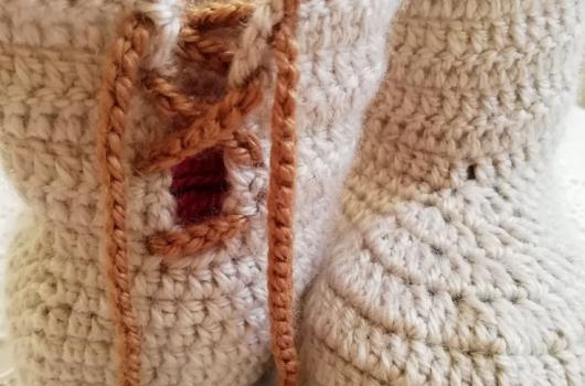 Bağcıklı bebek botu örgüsü