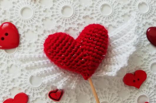 Video: amigurumi kanatlı kalp yapımı