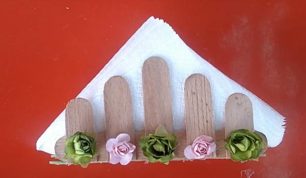 Video: Dondurma çubuğundan peçetelik yapımı